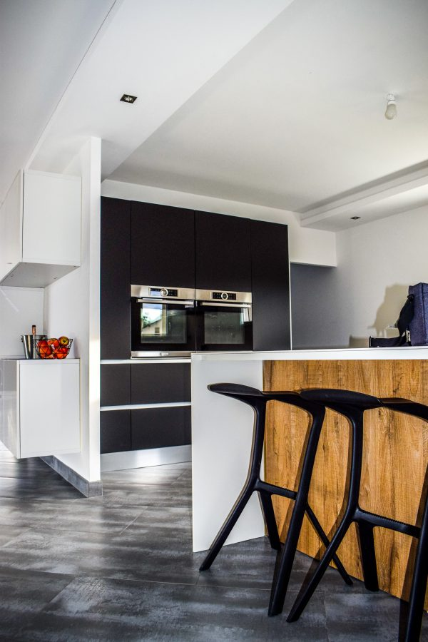 apartment-architecture-cabinets-chairs-533157